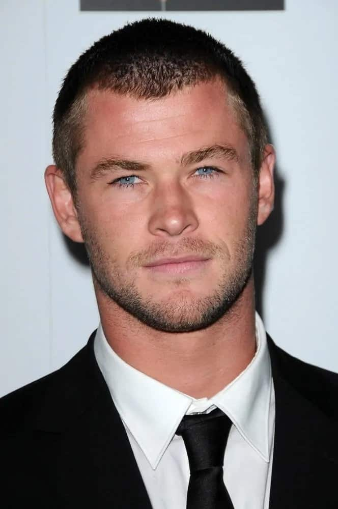 Chris Hemsworth opted for a buzz cut hairstyle and trimmed beard to balance his classic black suit at the G'Day USA Australia Week 2009 Black Tie Gala.