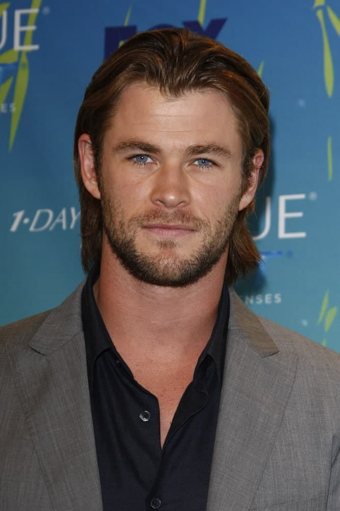 Chris Hemsworth was at the 2011 Teen Choice Awards held at Gibson Amphitheatre last August 7, 2011 in Los Angeles, California. He wore his long reddish brown hair slick and brushed back with a center part.