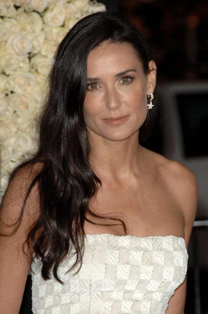 Demi Moore matched her simple but elegant dress with side-swept long hair with soft curls during world premiere of the movie