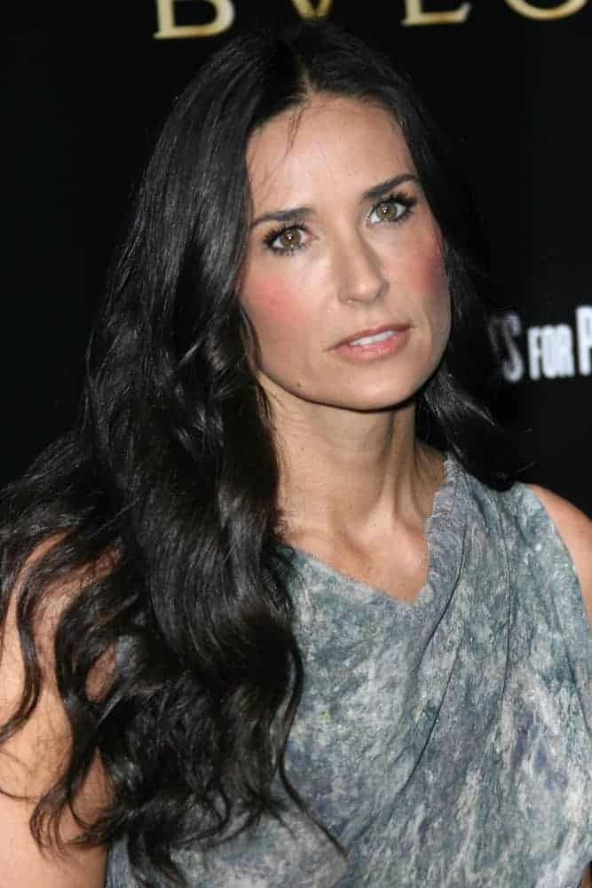 Last January 13, 2011, Demi Moore arrived at the Bvlgari Hosts Funraiser for Save The Children with a center parted hairstyle, emphasizing her messy yet beautiful waves.