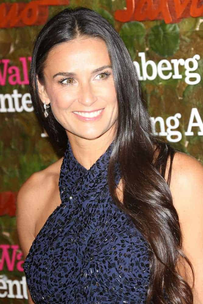 Demi Moore showed nothing but beauty and elegance during Performing Arts Gala on October 17, 2013. She attended with her waves, gorgeously controlled and kept to one side.