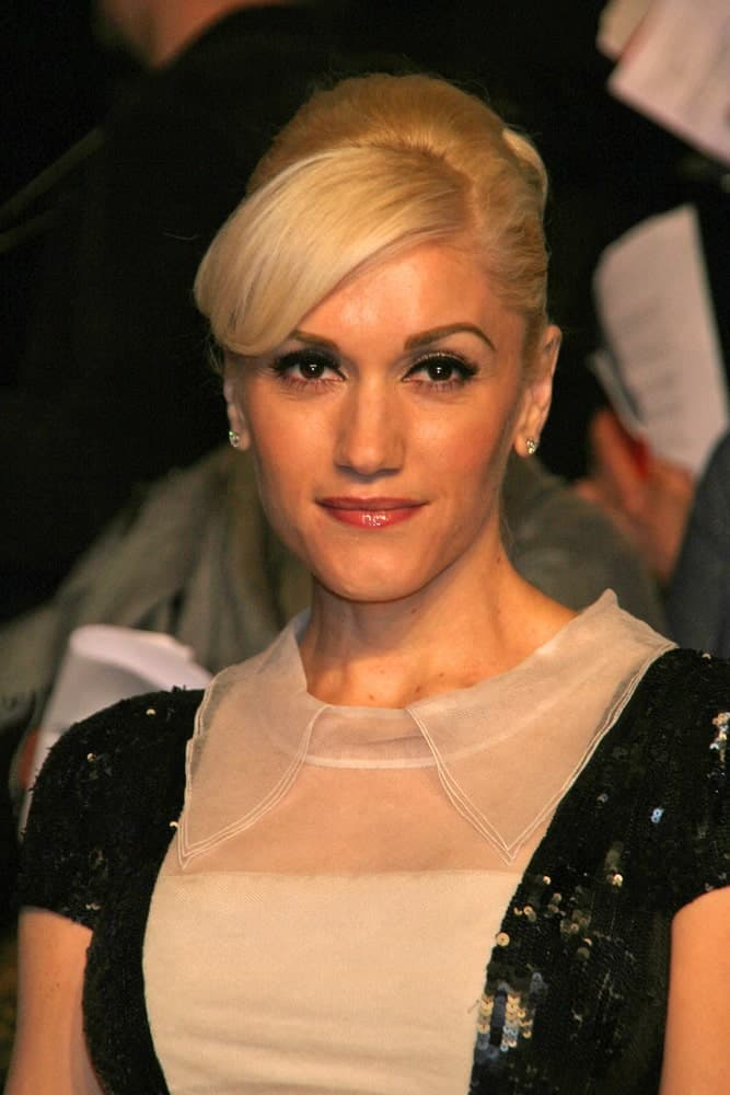 Gwen Stefani wore an elegant bun hairstyle with side-swept bangs at the 2007 Vanity Fair Oscar Party in Mortons, West Hollywood, CA. It went quite well with her black and white sequined dress.