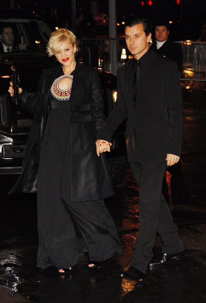 Gwen Stefani and Gavin Rossdale were at the Gucci Benefit for Raising Malawi and UNICEF in New York last February 06, 2008. She was glowing in her black ensemble outfit and her messy upstyle hair.
