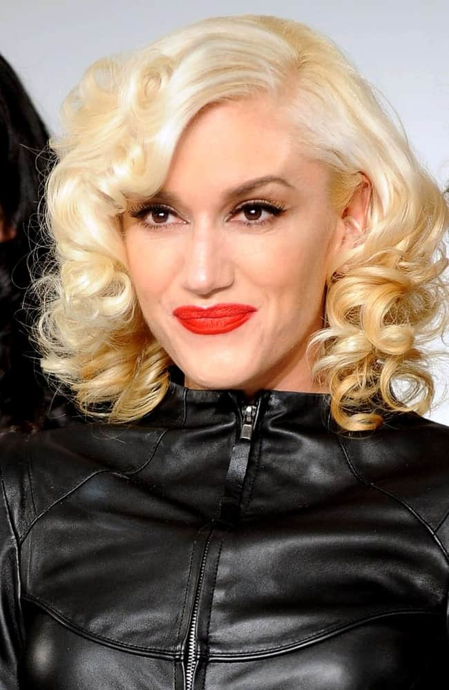 The talented singer Gwen Stefani was in attendance for the LAMB Fall/Winter 2010 Collection Fashion Show, MILK Studios in New York last February 11, 2010. She was edgy in her black leather outfit complemented by her highlighted curly hair.