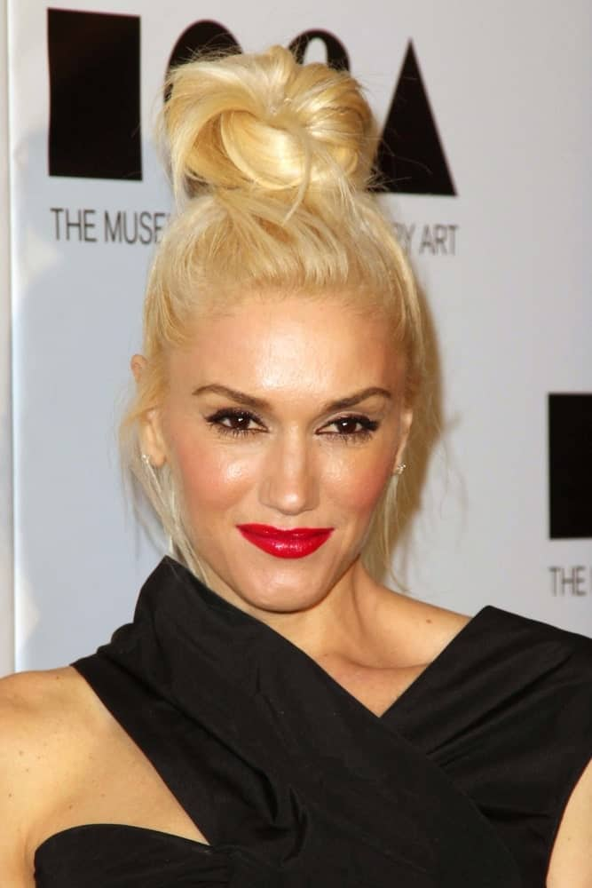 Gwen Stefani attended the 2011 MOCA Gala at the MOCA Grand Avenue in Los Angeles, CA wearing a pretty black dress with her messy top knot bun hairstyle and iconic bold lips.
