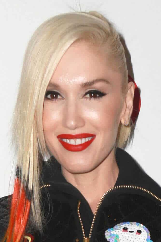 Last December 5, 2014 Gwen Stefani slayed the KIIS FM's Jingle Ball 2014 with an orange-tipped hair arranged in a ponytail with long side bangs.