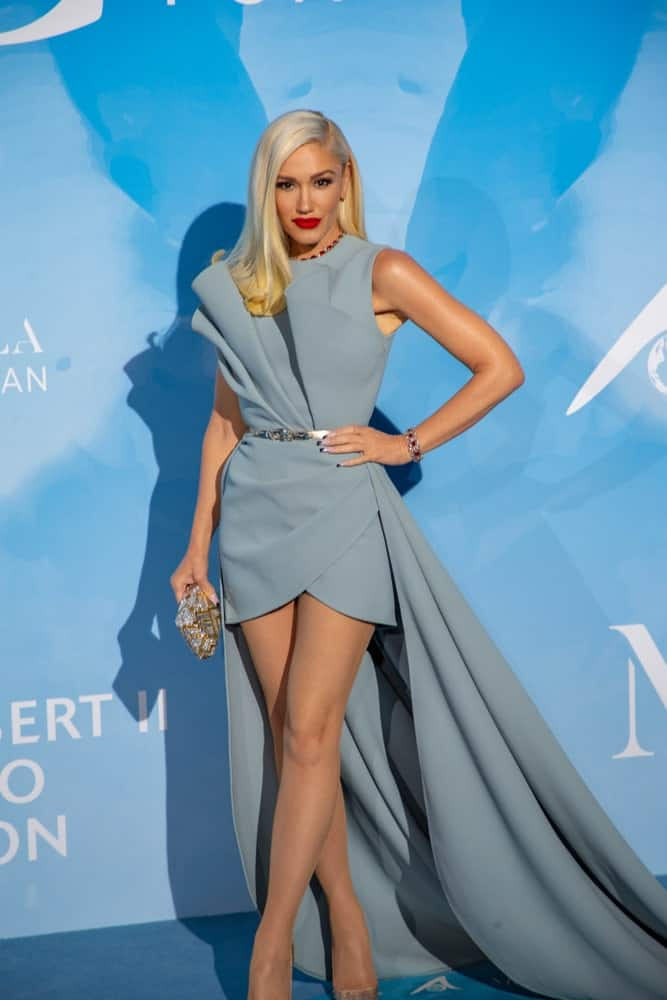 In Monté Carlo, Principality of Monaco last September 26, 2019, Gwen Stefani attended the 3rd Monté-Carlo Gala for the Global Ocean. She was a goddess in her gray gown and elegant side-swept blond hairstyle.