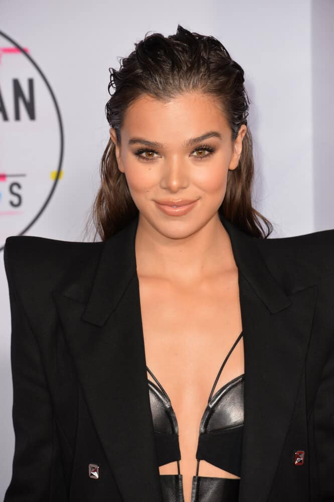 The singer showcased a fierce and fashionable look with this messy slicked back hairstyle she wore at the 2017 American Music Awards.