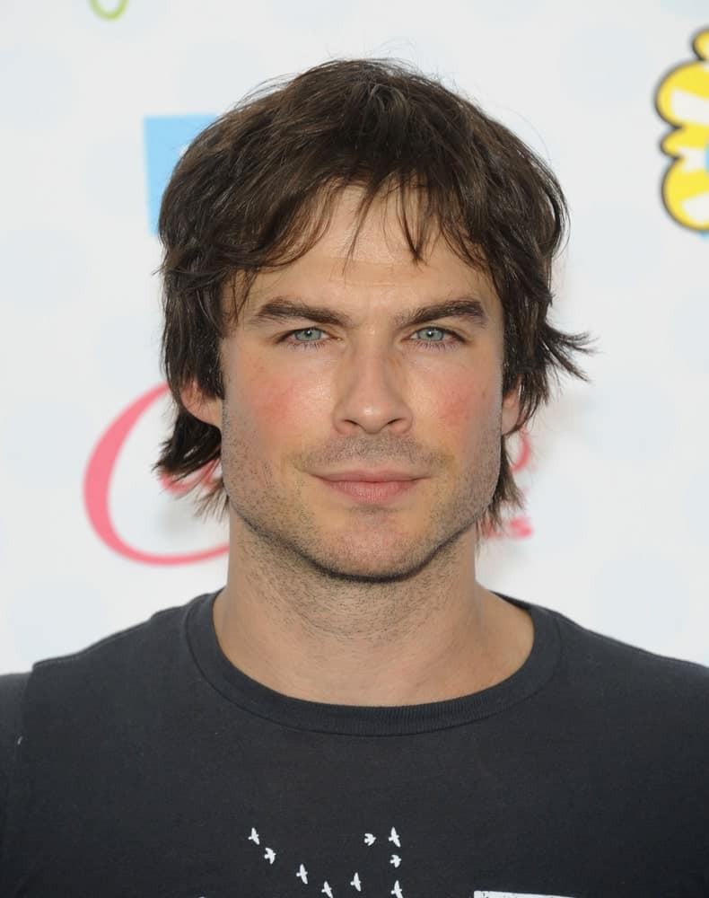 The actor looking all casual and relaxed on a tousled hairstyle at the Teen Choice Awards 2014 on August 10th. It was incorporated with some short bangs and subtle highlights that complement his skin tone.
