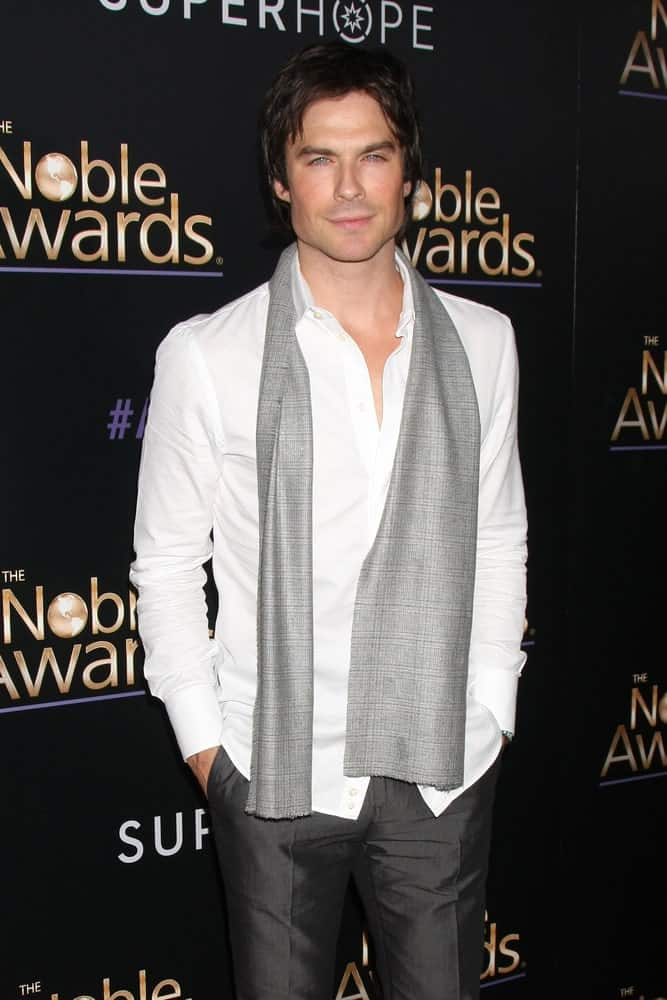 The model sported a volumized layered hair during the Noble Awards at the Beverly Hilton Hotel on February 27, 2015. The look was completed with a gray scarf hanging around his white long sleeve polo.