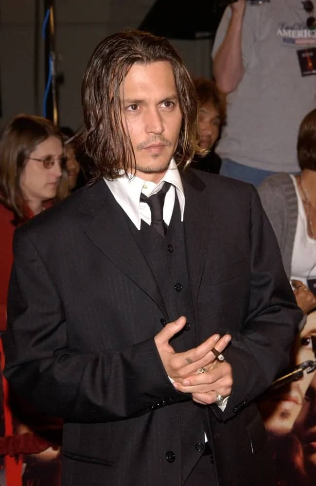 Johnny Depp sported this long hairstyle that is reminiscent of Nirvana at the Los Angeles premiere of his new movie From Hell in 2001.