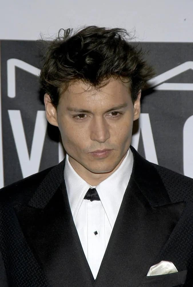 Last October 30, 2004, Johnny Depp looked dapper in a short haircut with tousled short wavy spikes at the Actor's Fund of America THAT'S ENTERTAINMENT gala in New York.