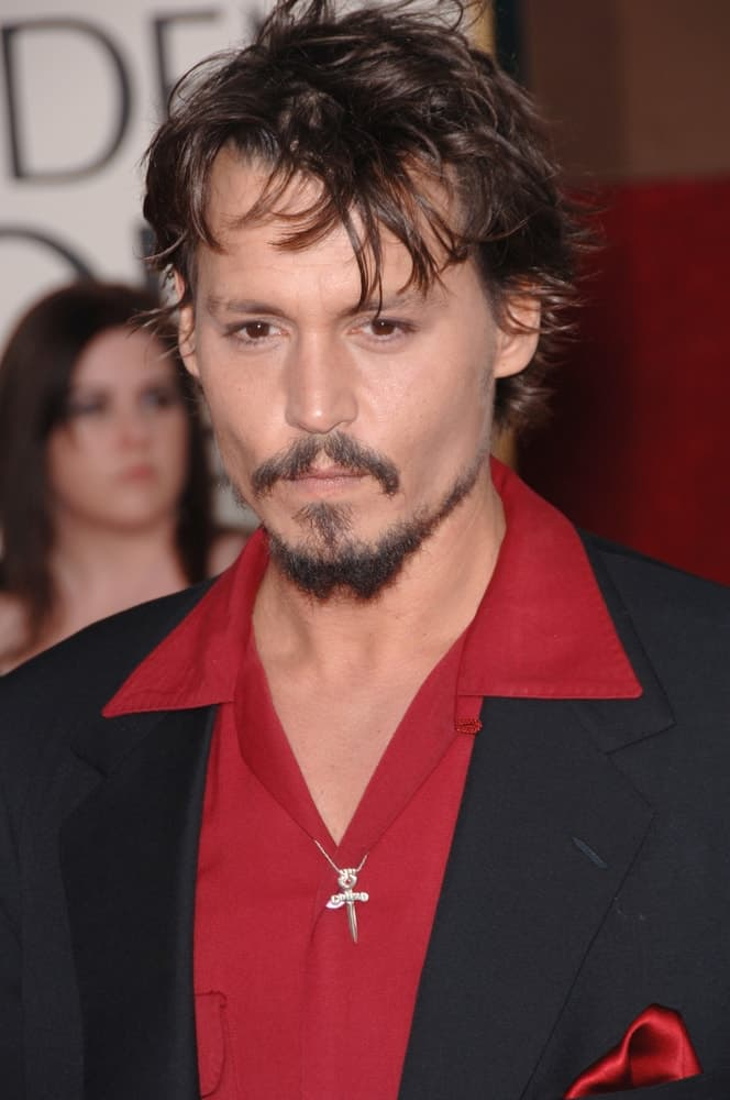 Johnny Depp looked gaunt with thick beard to pair his short and tousled hair at the 63rd Annual Golden Globe Awards at the Beverly Hilton Hotel last January 16, 2006.