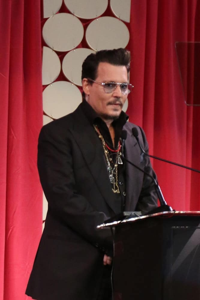 Johnny Depp was at the Make-Up Artists And Hair Stylists Guild Awards at the Paramount Studios last February 20, 2016 in Los Angeles. He had on his black suit with quirky necklaces and his hair was style to look pompadour and neat.