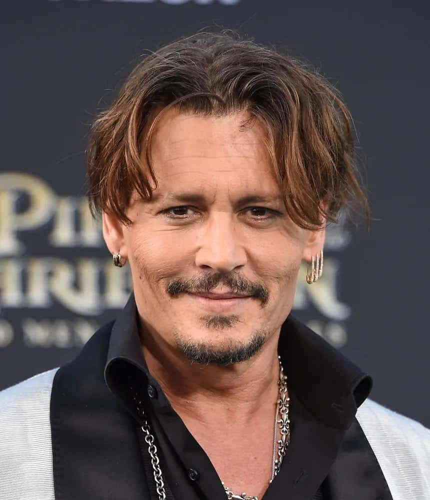 Johnny Depp had messy and wavy curtain bangs with highlights during the US premiere of