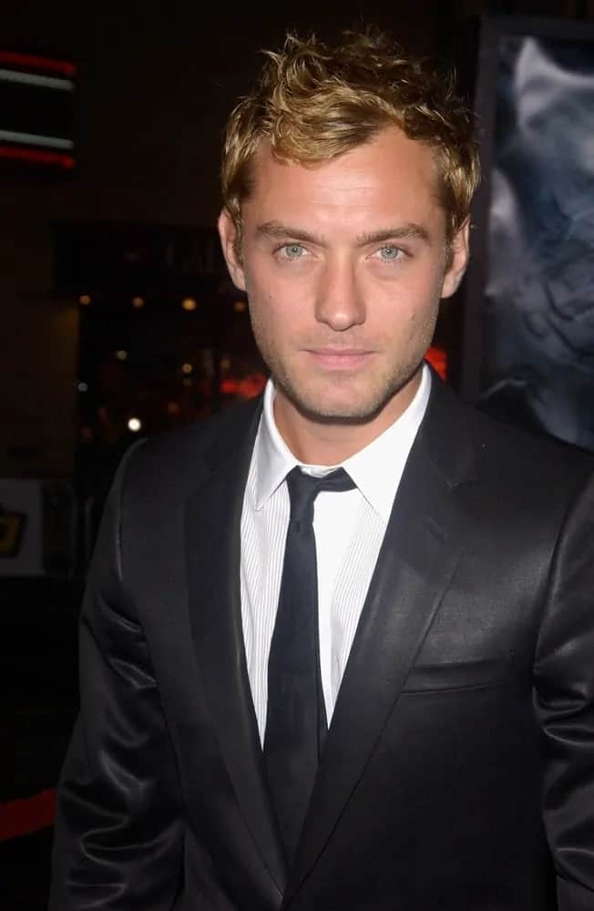 Jude Law looked dashing with hi golden curls tossed up when he attended the 2004 world premiere of his movie