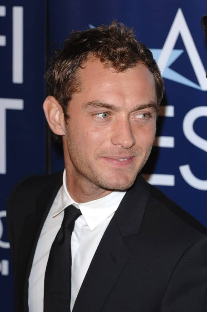 Actor Jude Law was at the Los Angeles premiere of his new movie Casanova last November 13, 2005 in Los Angeles. He wore his classy black suit and paired it with short dark brown hair with curls at the top.