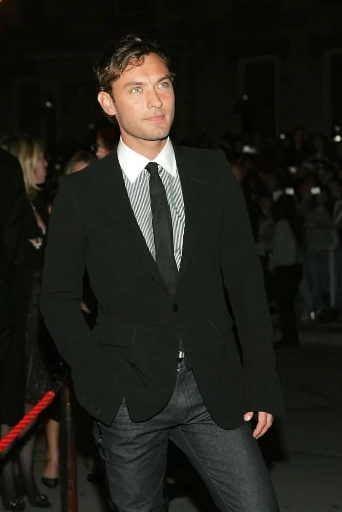 Jude Law wore a side-parted dark hairstyle at the gala premiere of