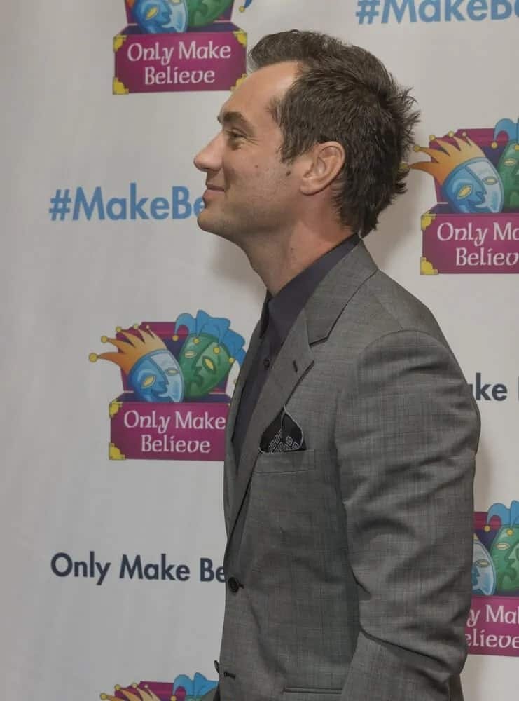 Jude Law sported an unkempt tousled dark brown hair at the Only Make Believe 2016 Gala MAKE BELIEVE ON BROADWAY as an honoree at St. James Theater in New York.