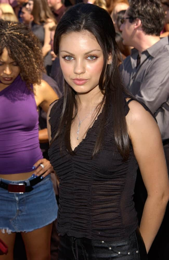 The young actress Mila Kunis was at the 2001 Teen Choice Awards held at the Universal Amphitheater in Hollywood last August 12,2001. She was wearing an all-black outfit that goes well with her medium-length raven straight hair.