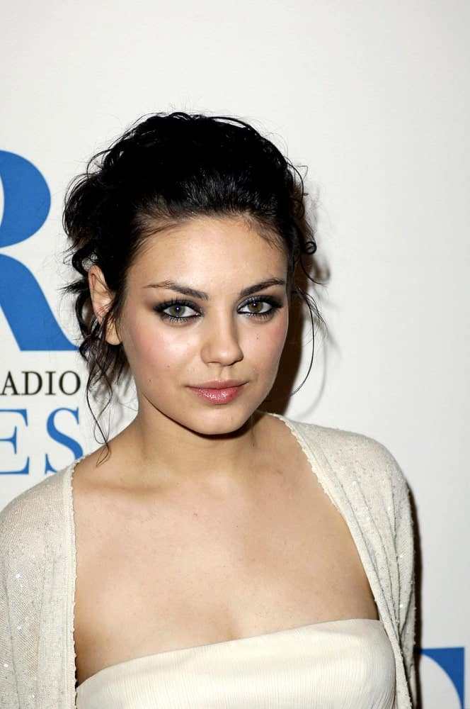 Mila Kunis attended the 2006 William S. Paley Television Festival at the DGA Theater in Los Angeles last March 09, 2006. She had a relaxed yet sexy ensemble outfit that somehow brings focus to her sexy smoky eyes and messy upstyle hairdo with tendrils.