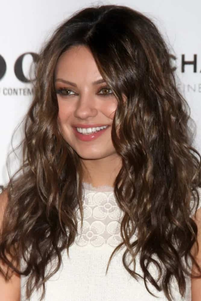 Mila Kunis had a carefree look to her long, tousled waves that stand out with her white outfit at the MOCA's Annual Gala