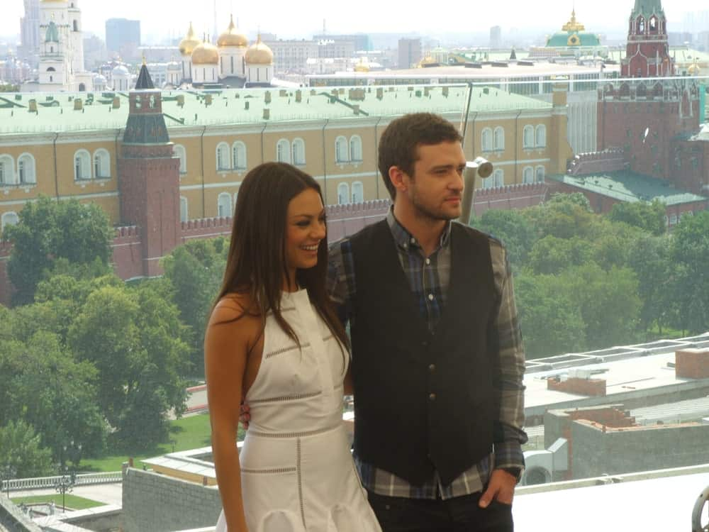 Last July 27, 2011, Justin Timberlake and Mila Kunis were at the Friends with Benefits Premiere press tour, photocall at the rooftop of Ritz-Carlton Hotel. She wore a sweet white dress with her loose and tousled straight hair.