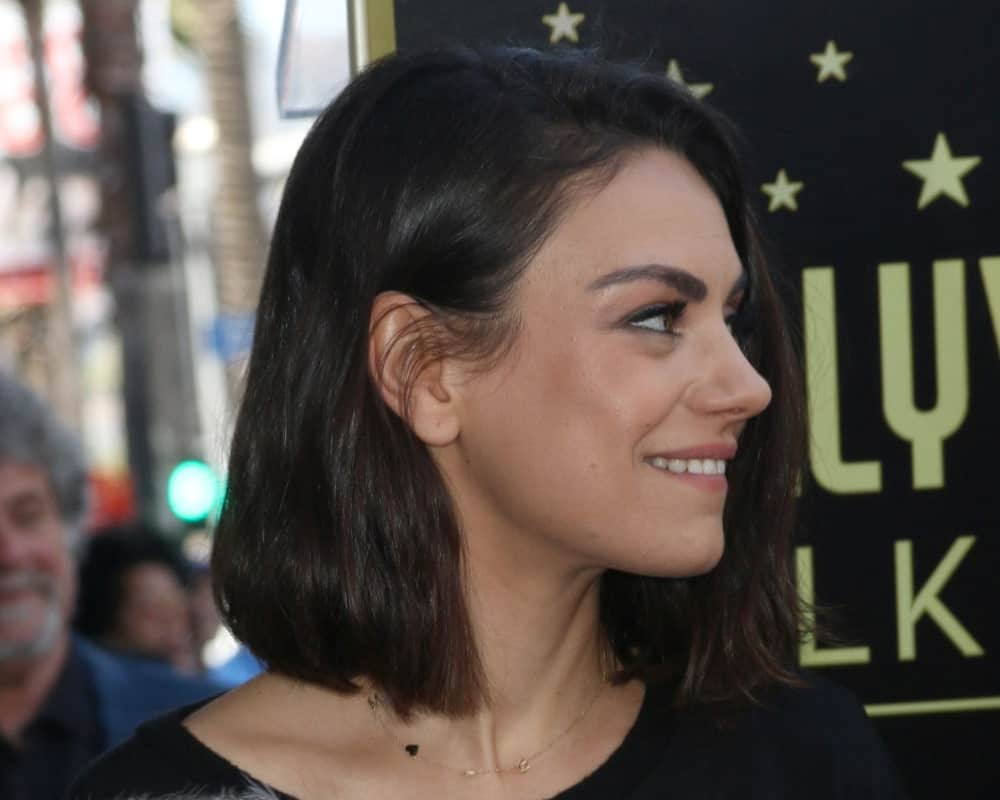Mila Kunis wore her long bob hair in a simple and loose casual style at the Zoe Saldana Star Ceremony on the Hollywood Walk of Fame last May 3, 2018 in Los Angeles.