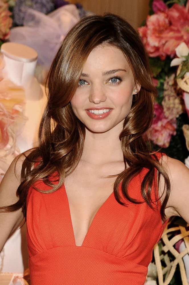 The model exhibited her wavy medium-length hair that's dyed in chocolate blonde during the Victoria's Secret New Dream Angels Push-Up Bra Unveiling on April 7, 2009.