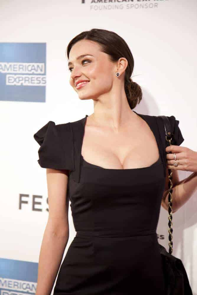 Definitely one of Miranda Kerr's iconic look is this nicely-polished low bun she wore during the premiere of her ex-husband, Orlando Bloom's The Good Doctor at the 2011 Tribeca film festival.