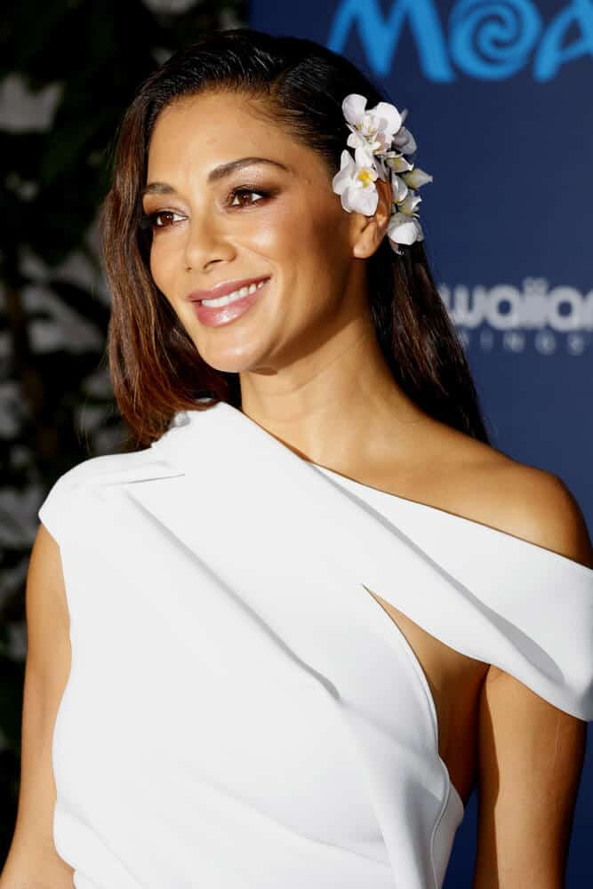 Nicole Scherzinger looking beautiful and feminine as she enhance her look with some floral embellishments during the AFI FEST 2016 Premiere of 'Moana' held at the El Capitan Theatre in Hollywood, USA.