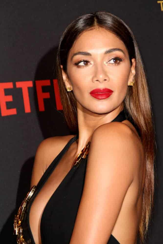 Nicole Scherzinger overflowed with class and elegance as she wore this center-parted, straight hairstyle during the Netflix 2016 Golden Globes After Party.