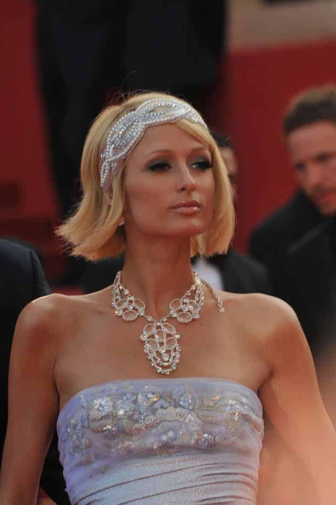 Paris Hilton wore her blonde bob with a silver, bejewelled headband at the premiere of