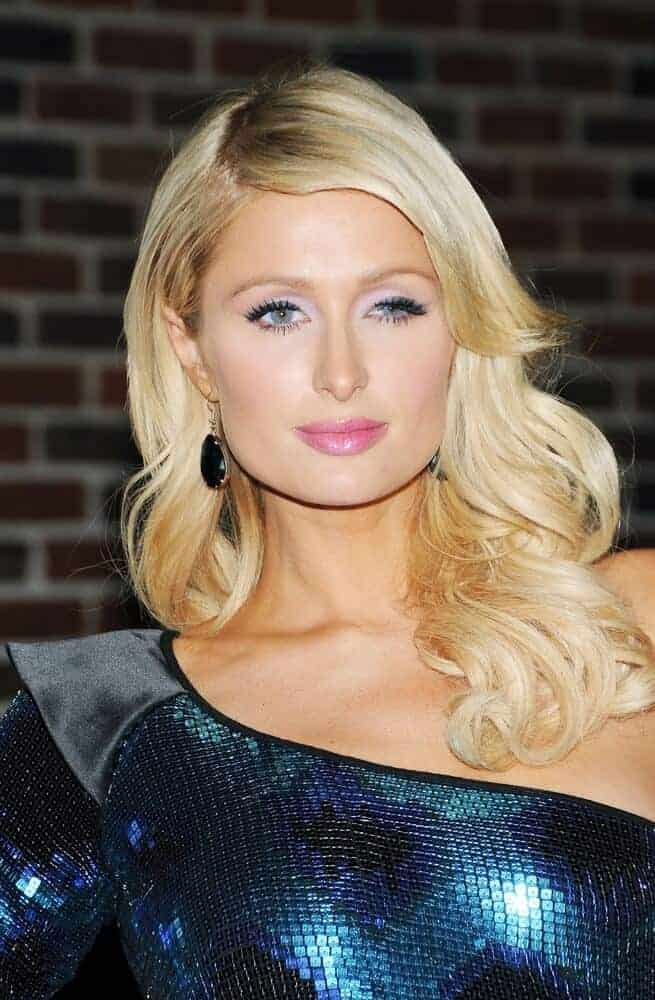 Last Febuary 3, 2010 at The Late Show with David Letterman, Paris Hilton wore her waves in a side-swept manner, proving that elegance is indeed achievable with simplicity.