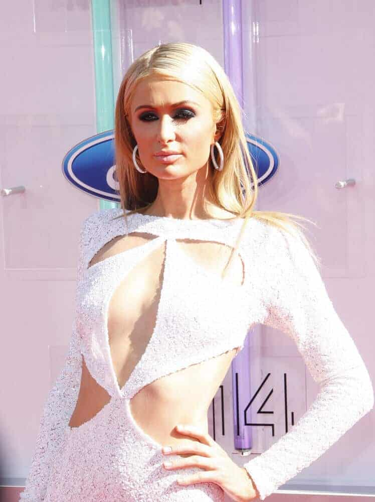 Paris Hilton looking prim and elegant in her medium-length, straightened hair during her arrival in the 2014 BET Awards on June 29, 2014.