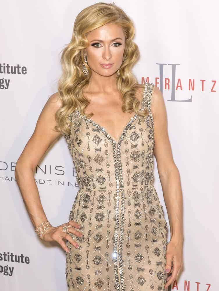 Nothing beats the good old hairstyle with bouncy curls during formal events. In fact, this kind of style was worn by Paris Hilton during the Fashion Institute Of Technology 2016 FIT Gala, May 9, 2016.