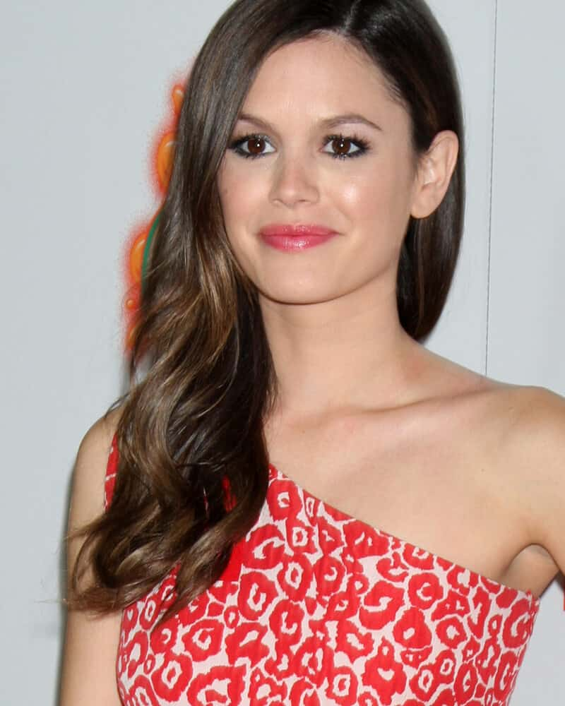 Rachel Bilson is such a wonder with this side-swept, loose waves she wore during the premiere of