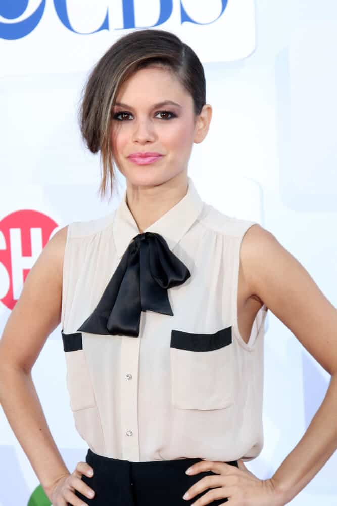 Rachel Bilson looking pretty and fab with this side-swept upstyle that exhibited her feminine side during the CBS, CW, and Showtime 2012 Summer TCA party, July 29, 2012.
