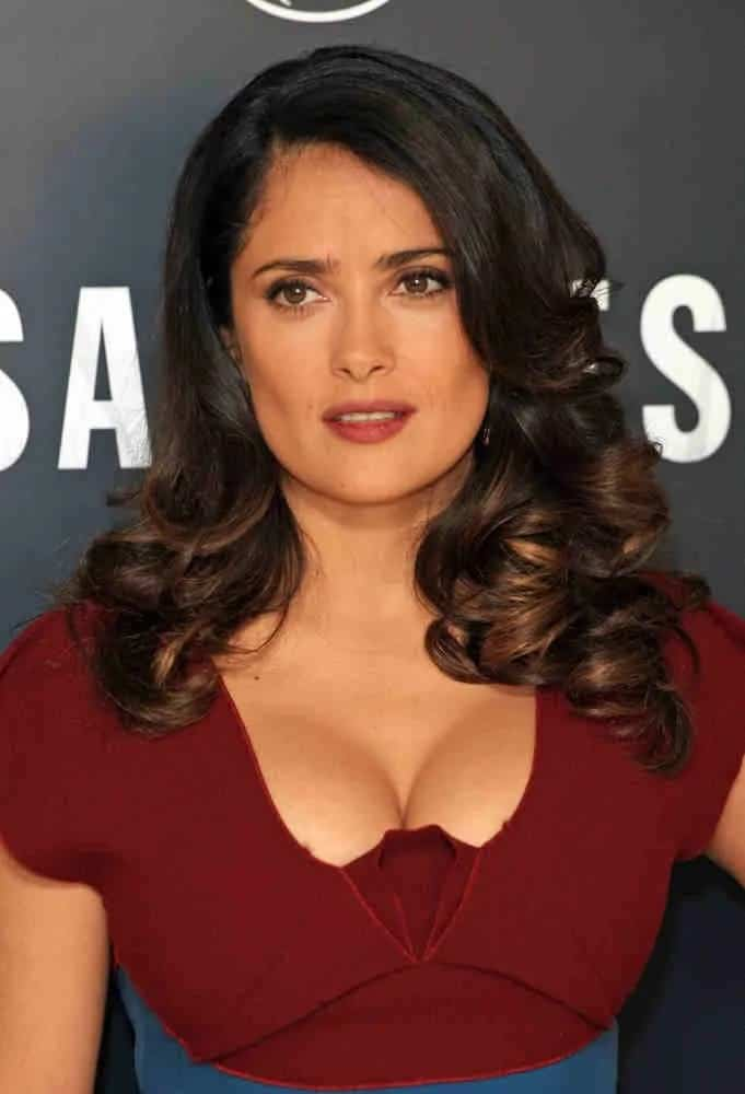The beautiful Mexican actress had her hair arranged in a side-parted wavy style that is both sexy and elegant at the Savages Photocall last September 19, 2012.