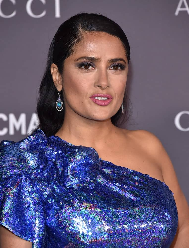 Salma Hayek arrived at the 2017 LACMA Art + Film Gala last November 04, 2017 in Los Angeles with her shiny sequined dress matching nicely with her earrings and her slick pinned hairstyle.