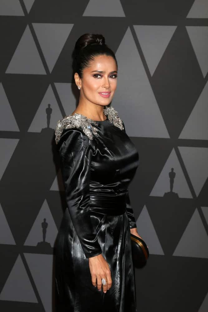 Salma Hayek's black dress at the AMPAS 9th Annual Governors Awards last November 11, 2017 in Los Angeles was nicely complemented by her elegant slick top knot hairstyle.