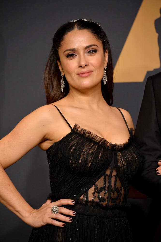 Last February 26, 2017, Salma Hayek was in the photo room of the 89th Annual Academy Awards in Los Angeles. She looked fresh in her half up loose and tousled hairstyle.