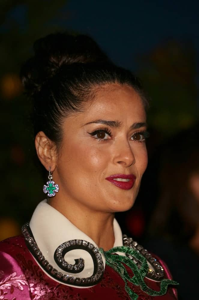 Salma Hayek was spotted at the François and Maryvonne Pinault Gala dinner last May 10, 2017 at Fondazione Giorgio Cini in Venice, Italy with her slick high bun updo that always gives her an elegant look.