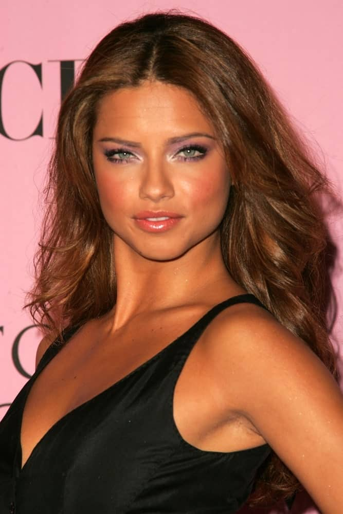 Adriana Lima arrived at The Victoria's Secret Fashion Show at Kodak Theatre on November 16, 2006 in Hollywood with a fierce smile and light brown highlighted waves to match her tan skin.