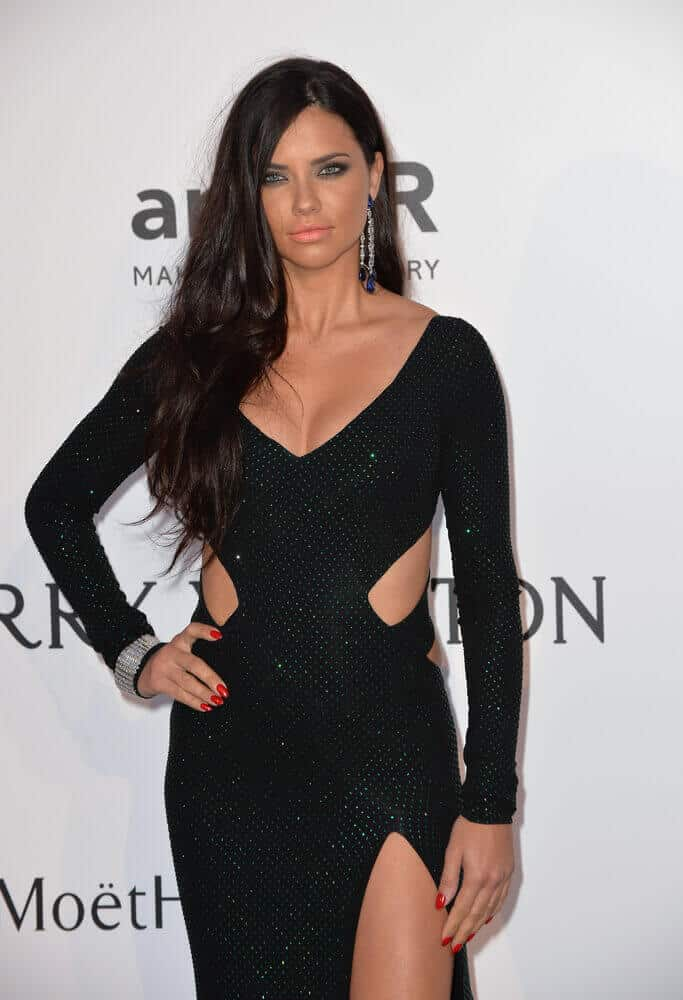 During the 2015 amfAR Cinema Against AIDS gala held last May 21, 2015, the model incorporated her detailed, black dress with an effortless side-swept hairstyle to balance out the look.