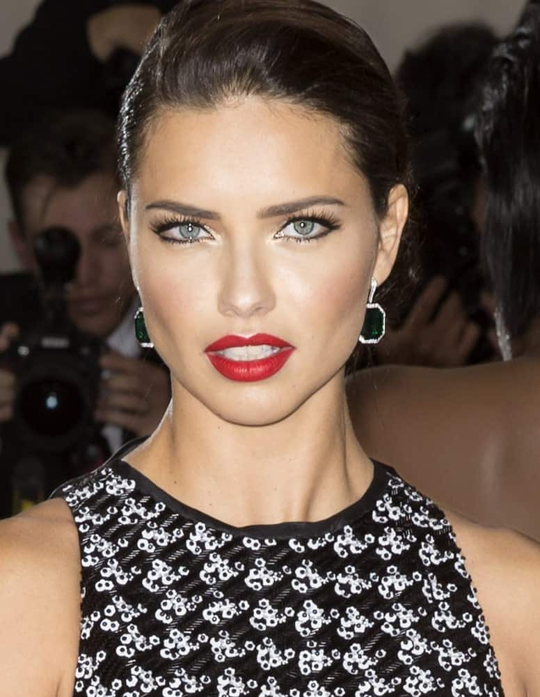 Adriana Lima's bold lips stand out with her one-sided updo when she attended the Manus x Machina Fashion in an Age of Technology Costume Institute Gala at the Metropolitan Museum of Art last May 2, 2016.