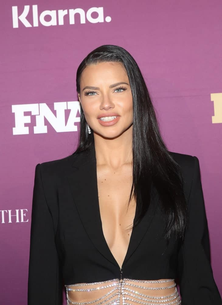 Last December 3, 2019 Adriana Lima attended the Footwear News Achievement Awards Held at the IAC Building in New York with a silky black straight hair parted to the side paired with a black jeweled outfit.