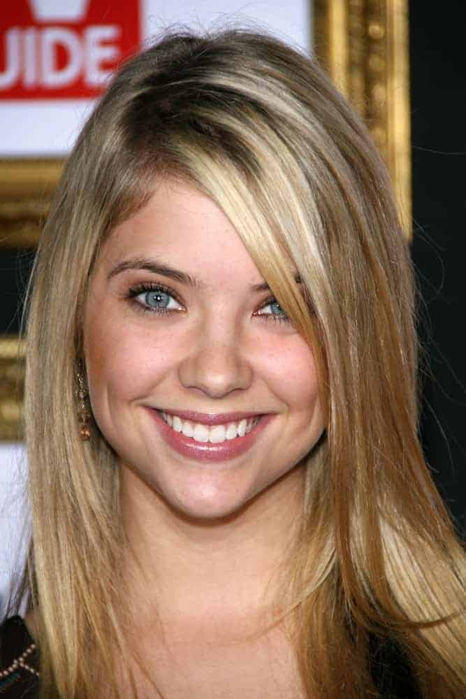 Ashley Benson was at the 2007 TV Guide Emmy After Party in Les Deux, Hollywood, CA on September 16, 2007. She was lovely in her simple makeup and long loose straight sandy blonde hairstyle with long side-swept bangs and highlights.