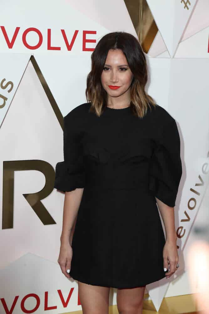 Since Ashley Tisdale is originally a brunette, not maintaining a bleached hair can result into this natural-looking ombre. This gorgeous do was worn especially for the 2017 Revolve Awards at the Dream Hotel Hollywood.