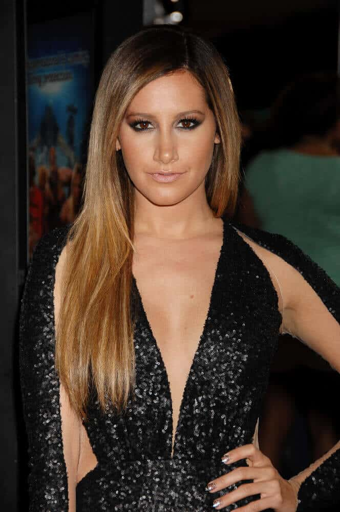 Tisdale overflowed with sexiness and confidence during the Scary Movie V Los Angeles Premiere last April 11, 2013. She wore her extravagant night gown with her long and sleek, dark-rooted hair.